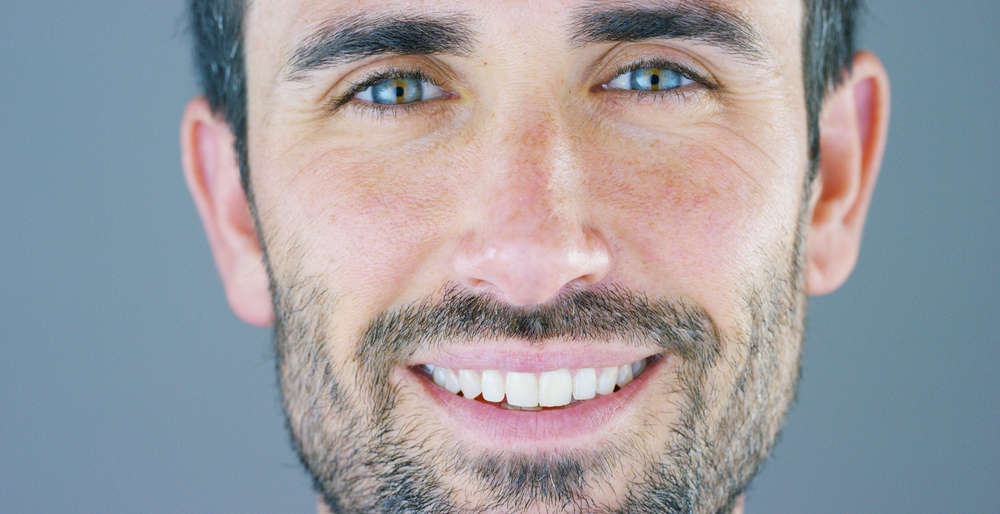 La sonrisa más brillante de un hombre