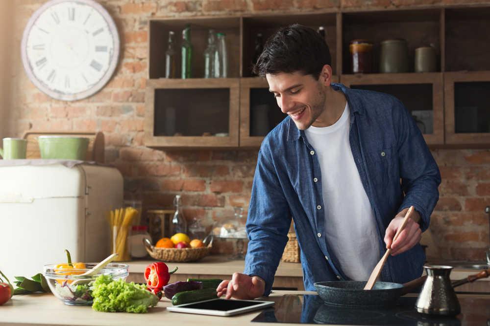 El aumento de divorcios dispara la compra de utensilios de cocina y baño entre los hombres